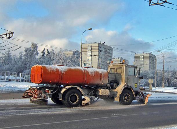 Уборка дороги, дорожники, зима