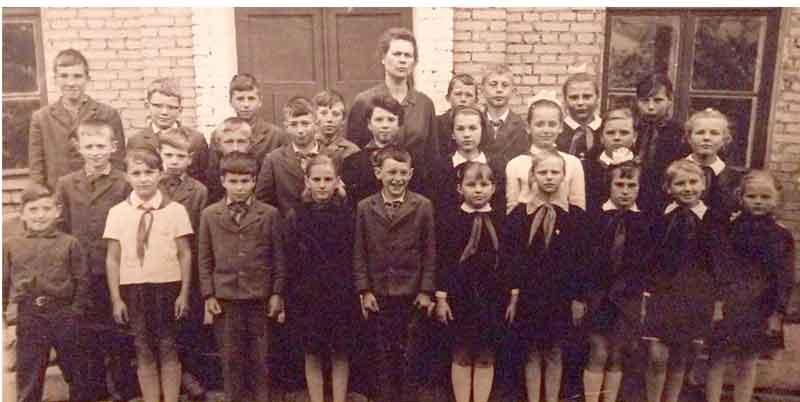 Московская область, Ленинский район, поселок Ново-Переделкино. Переделкинская средняя школа (приблизительно 1968 год). Фотография из личного архива Сергея Рассказова.