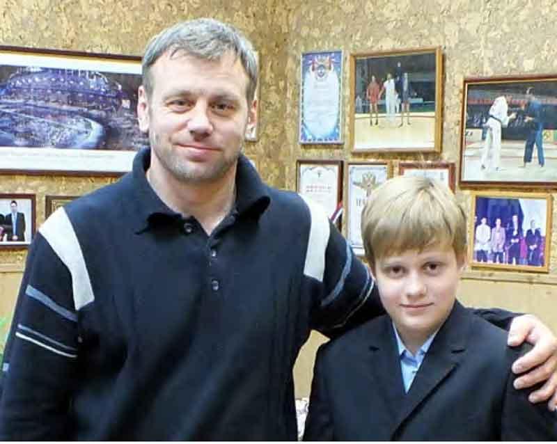 Максим УКОЛОВ. Родился 4 ноября 2006 года. С 2012 года занимается дзюдо в спортшколе «Борец». Второй юношеский разряд по дзюдо. Учится в школе 1018. Соавтор статьи «Счастливчик».