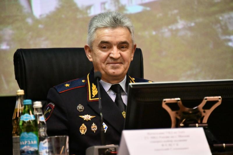 генерал-майор полиции Анатолий Фещук.
