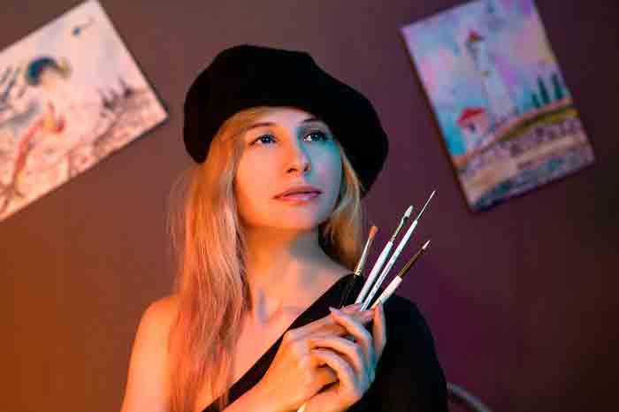 художница, художник, кисточки
